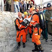 patru mineri au fost salvati dupa 36 de zile in subteran alti 13 sunt dati disparuti