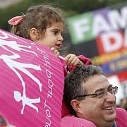 italienii protesteaza impotriva aprobarii casatoriilor intre homosexuali
