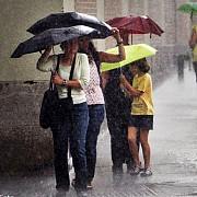 jumatate de tara intra sub cod de ploi in cealalata ramane in vigoare avertizarea de canicula