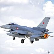 avioane f-16 pilotate de rebeli au avut tinta pusa pe aeronava lui erdogan dar nu au tras