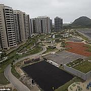 jo australienii spun ca satul olimpic e nelocuibil primarul din rio le aduc un cangur