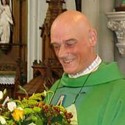 un preot belgian a fost atacat cu cutitul de un refugiat