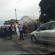 campanie ilegala la ploiesti adrian dobre candidatul pnl surpins de politie in timp ce impartea materiale denigratoare foto