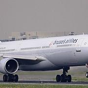 un pasager clandestin a fost gasit mort in trenul de aterizare al unui avion belgian