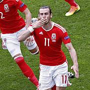 amintire de la euro un fan galez s-a ales cu nasul spart dupa un sut al lui bale