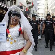 video politistii turci nu se joaca un mars al homosexualilor a fost dispersat imediat la istanbul