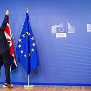parlamentul european a adoptat o rezolutie prin care ii cere marii britanii sa activeze imediat articolul 50