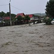 zeci de gospodarii din judetul bistrita-nasaud au fost inundate 50 de persoane fiind evacuate