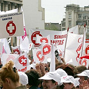 medicii vor sa iasa din nou in strada sanitas ameninta cu greva generala