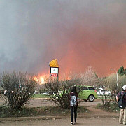 incendiul din canada face ravagii ar putea dura luni pana cand va fi stins