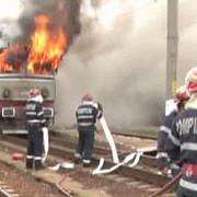 locomotiva unui tren care transporta titei la brazi a luat foc