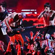 solistul trupei red hot chili peppers spitalizat de urgenta