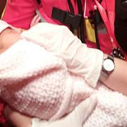 femeia care a abandonat bebelusul gasit intr-o punga langa o pubela audiata la politia capitalei