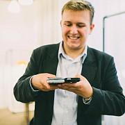 husa care incarca telefonul mobil ar putea fi disponibila din toamna