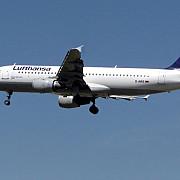 un pasager a incercat sa deschida usa avionului la 11000 de metri altitudine ca sa fumeze o tigara