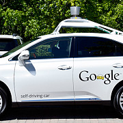 primul accident provocat de o masina autonoma google