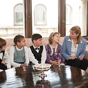 copiii din concordia au oferit un martisor altetei sale regale principesa maria a romaniei
