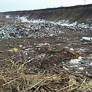 dezastru ecologic la tirgsorul vechi groapa de gunoi ilegala girata de primarie foto
