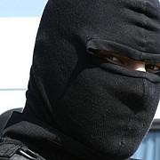 mama unui traficant din brasov a crezut ca mascatii care i-au intrat in casa sunt stripperi