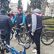 cristian ganea primarul interimar al ploiestiului pe bicicleta in centrul orasului