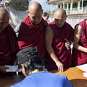 tibetanii in exil isi voteaza premierul