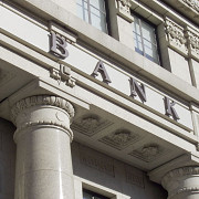 statul care vrea sa limiteze salariile sefilor de banca