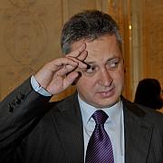cum jongleaza penalii din parlament cu banii a luat 25 milioane de euro in numerar