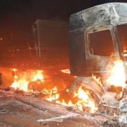 sase camioane au ars intr-o parcare privata din bacau