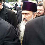 arhiepiscopul tomisului ips teodosie a venit insotit de aproximativ 30 de preoti la vizita de la ipj constanta