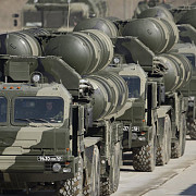 iranienii ies la cumparaturi de armament in rusia cu 10 miliarde de dolari in buzunar