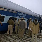 un tren de pasageri a deraiat in india cel putin 60 de oameni au murit