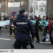 migrantii s-au luptat cu cutitele in centrul belgradului un mort si doi raniti