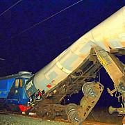 accident feroviar in gara arad unde o locomotiva a lovit o garnitura de cisterne cu motorina