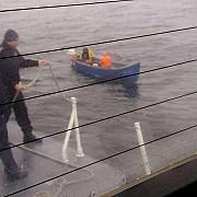 constanta doi pescari care s-au ratacit din cauza cetii si pluteau in deriva pe mare salvati de politistii de frontiera
