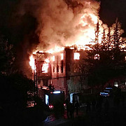 11 fete au murit intr-un incendiu care a cuprins un camin de la adana