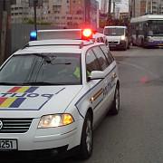 un barbat care si-a lovit fosta iubita cu masina a fost oprit cu focuri de arma de politisti