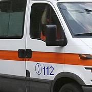 o persoana necunoscuta ar fi stropit doi oameni ai strazii cu benzina dupa care le-a dat foc