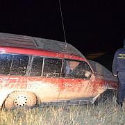 un contrabandist a lovit mortal cu masina un caine politist doi politisti de frontiera abia au resit sa se fereasca