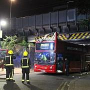 autoritatile britanice anunta 26 de raniti dupa ce un autobuz supraetajat s-a izbit de un pod londonez