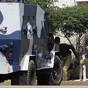 o academie de politie din pakistan a fost atacata cel putin 50 de oameni au fost ucisi