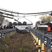 un pod s-a prabusit sub greutatea unui tir peste o autostrada din italia