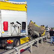 accident intre doua tir-uri pe autostrada a1 unul dintre soferi a vrut sa dea cu spatele
