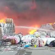 floresti incendiu puternic la sediul unei firme care se ocupa cu colectarea si reciclarea maselor plastice
