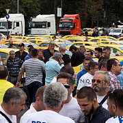 autorizatia pentru protestul transportatorilor a expirat manifestantii au doua ore sa elibereze piata dar spun ca nu pleaca