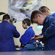 guvernul majoreaza bursa pentru elevii scolilor profesionale