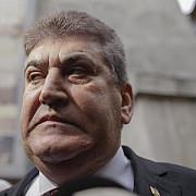 romanii ies in strada pestru a protesta impotriva votului dat de senatori in cazul oprea