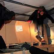 imigrati ilegal au fost prinsi in anglia intr-un camion condus de un roman