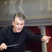 premiera la filarmonica din ploiesti germanul walter hilgers primul director artistic onorific din istoria institutiei
