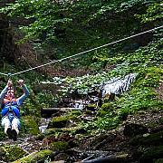 tiroliana de la canionul 7 scari cea mai lunga din tara a fost redeschisa pentru turisti