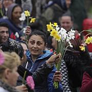 aproximativ 150 de florari protesteaza in piata universitatii nemultumiti ca primariile din capitala nu le mai elibereaza autorizatii de functionare